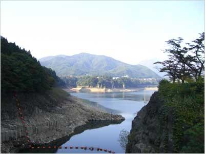 ダムからの赤谷湖