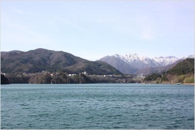 満水の赤谷湖