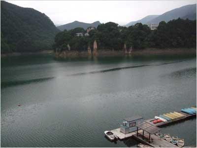 朝方の赤谷湖