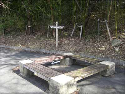 500メートル地点のベンチ