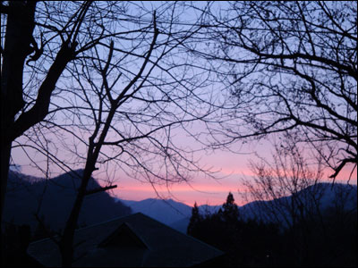 春山の夕焼け