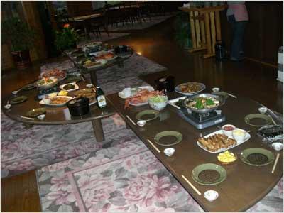 歓迎会の食卓