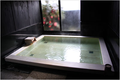 蔵の湯のヒバ風呂