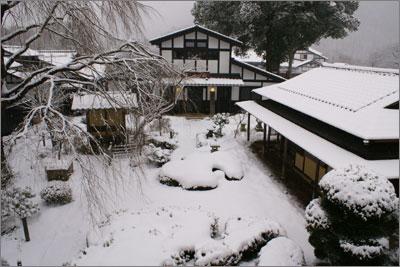 雪の旅籠屋丸一