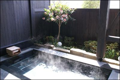 椿の花 露天風呂
