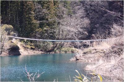 西川のつり橋