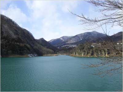 遊歩道からの赤谷湖